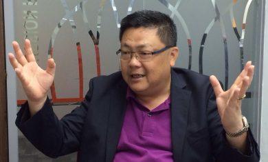 KL Chan gesturing photo