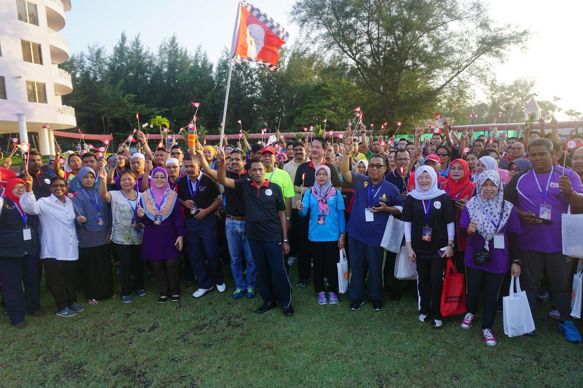 700 volunteers join national action against dengue  |  #AlliedAgainstDengueMY #BersamaMelawanDenggi