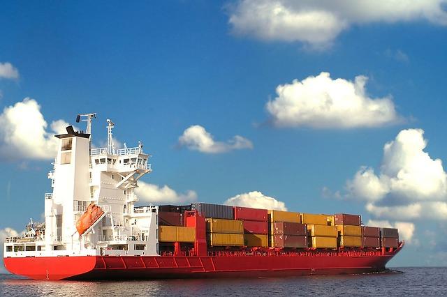 China's January exports up 15.9 percent, imports up 25.2 percent