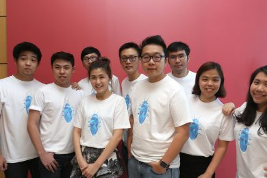 Exabytes Founder cum Executive Director, Chan Kee Siak (middle) flanked by his Cockroach Startup Program Support Team