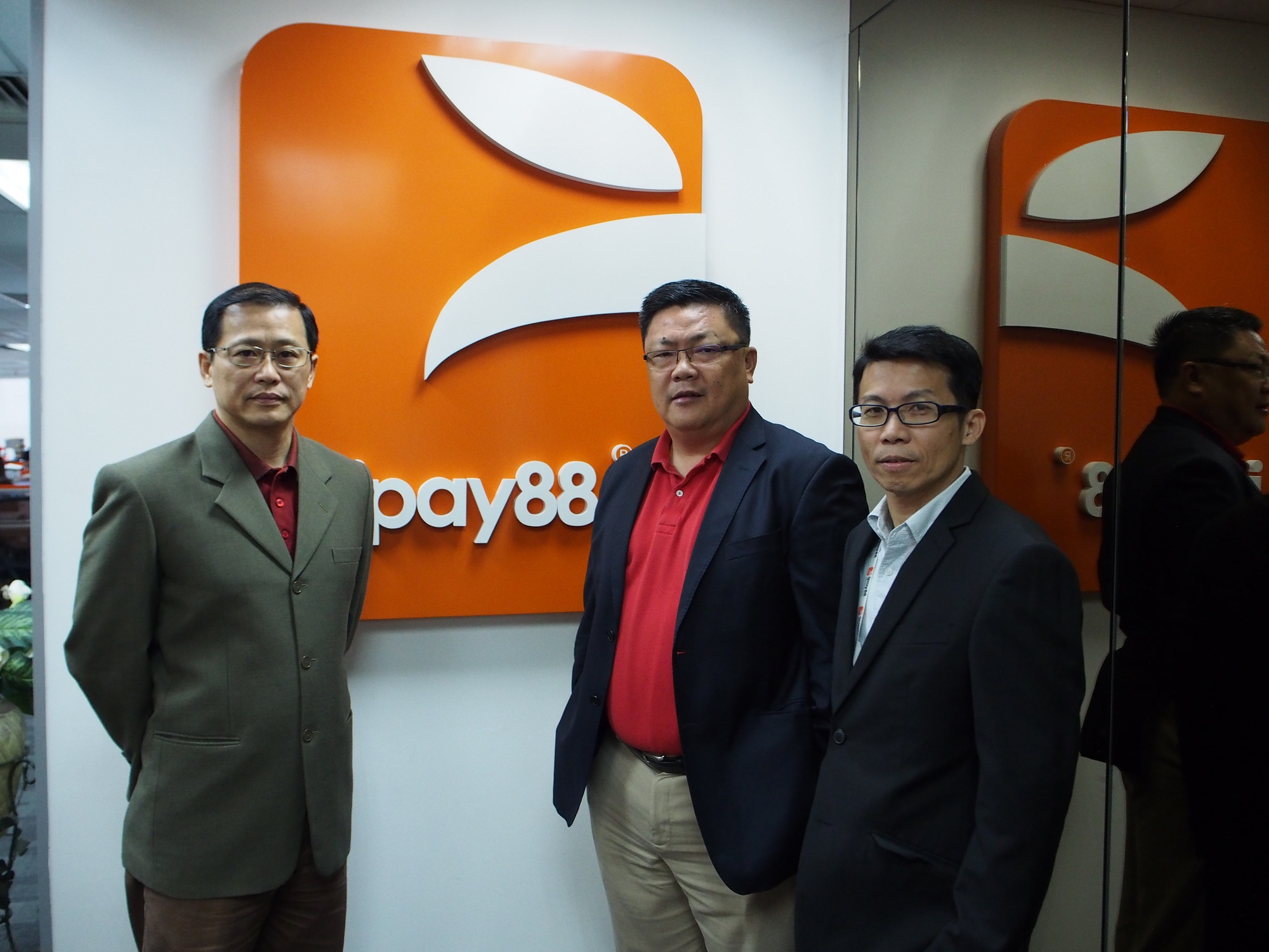 iPay88 wins top awards:For responsible business & e-payment