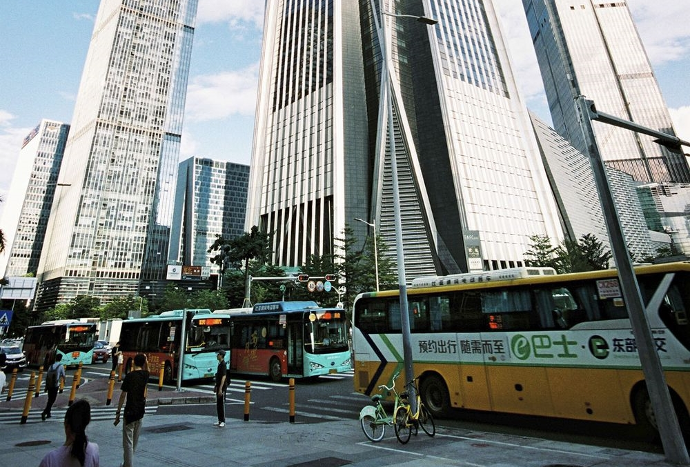 The first quieter megacity, thanks to electric vehicles